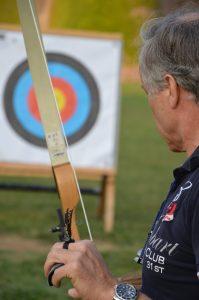El Dr. Fraguas practicando tiro con arco